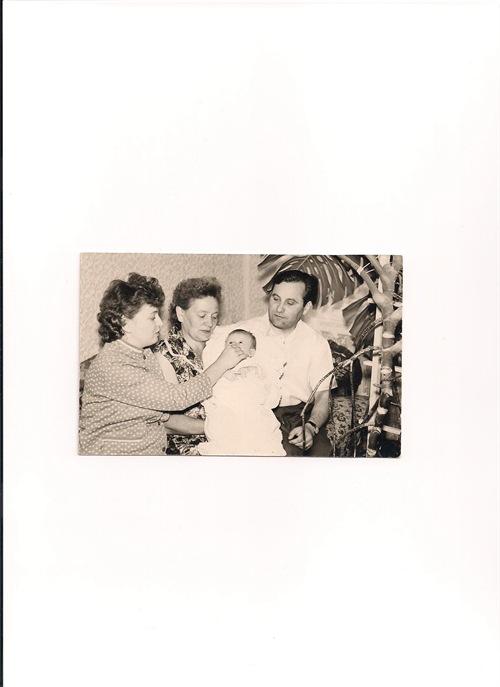 עם המשפחה בשנת 1964