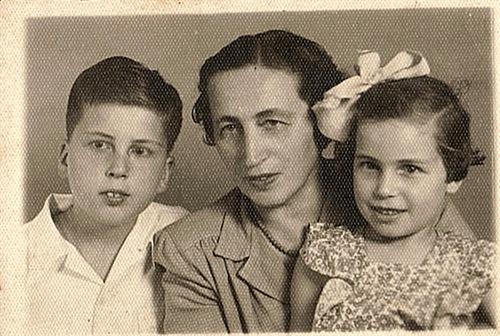 שרה וילדיה ב 1947לקראת הנסיעה לפולין