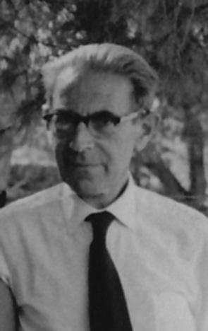 1962 בחצר ביתו בבית הכרם ירושלים