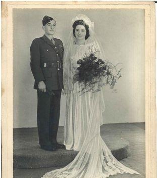 אבא ואמא, תמונת חתונה.